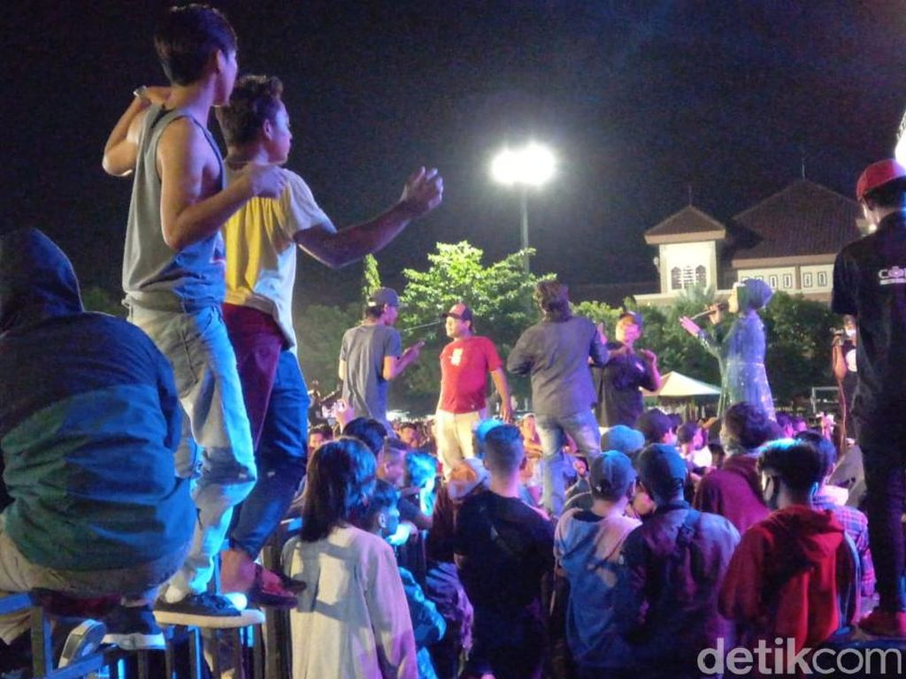 Video Waket DPRD Tegal Minta Maaf ke Jokowi soal Dangdutan