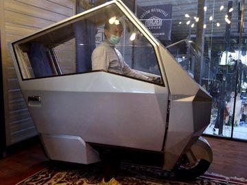 Canggih! Motor Listrik Ini Dilengkapi AC-Panel Surya