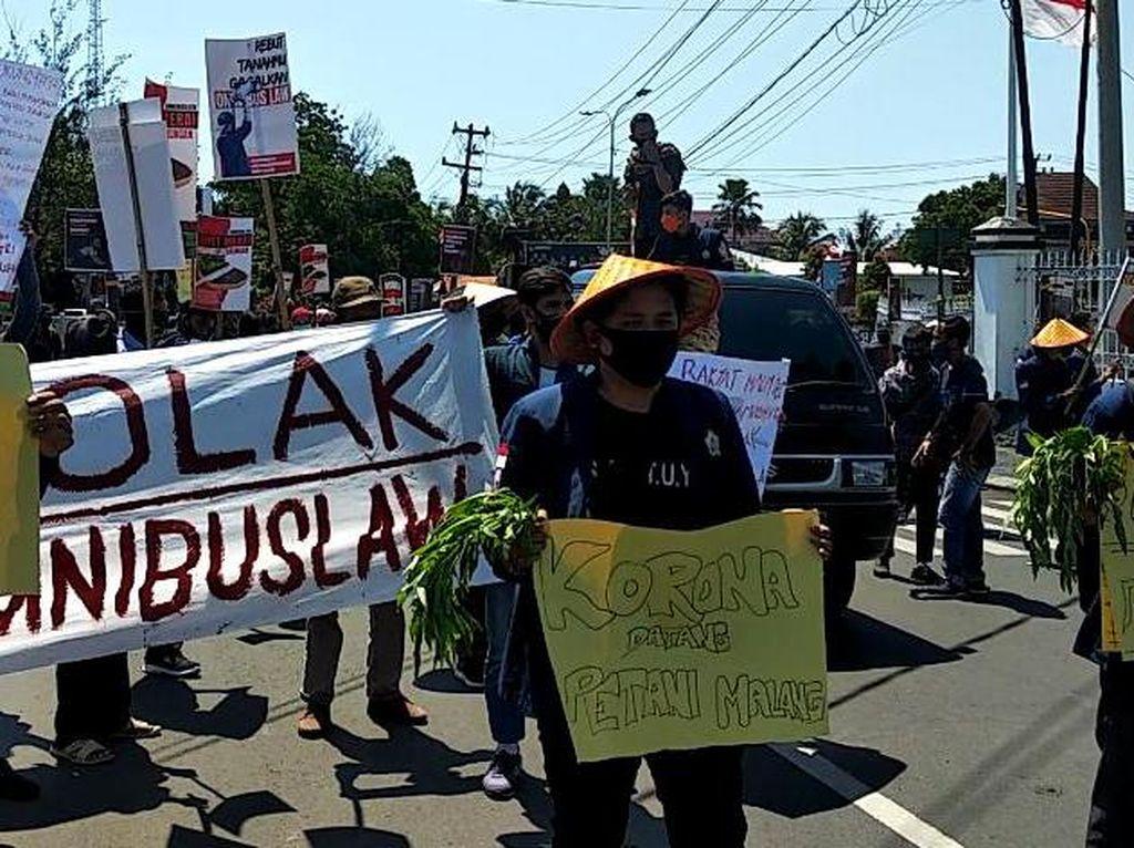 Aksi Peringati Hari Tani di Depan DPRD Bengkulu Berujung Ricuh