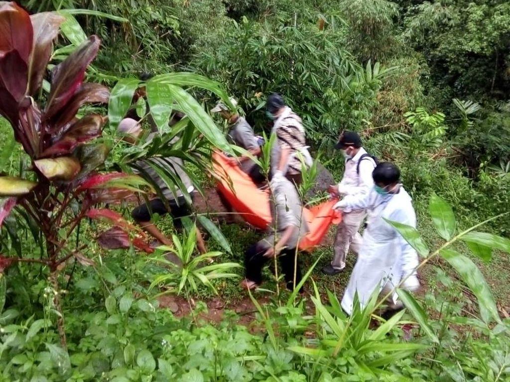 Mayat Pria Ditemukan di Sela Bebatuan Sungai Pekalongan, Diduga Dibunuh