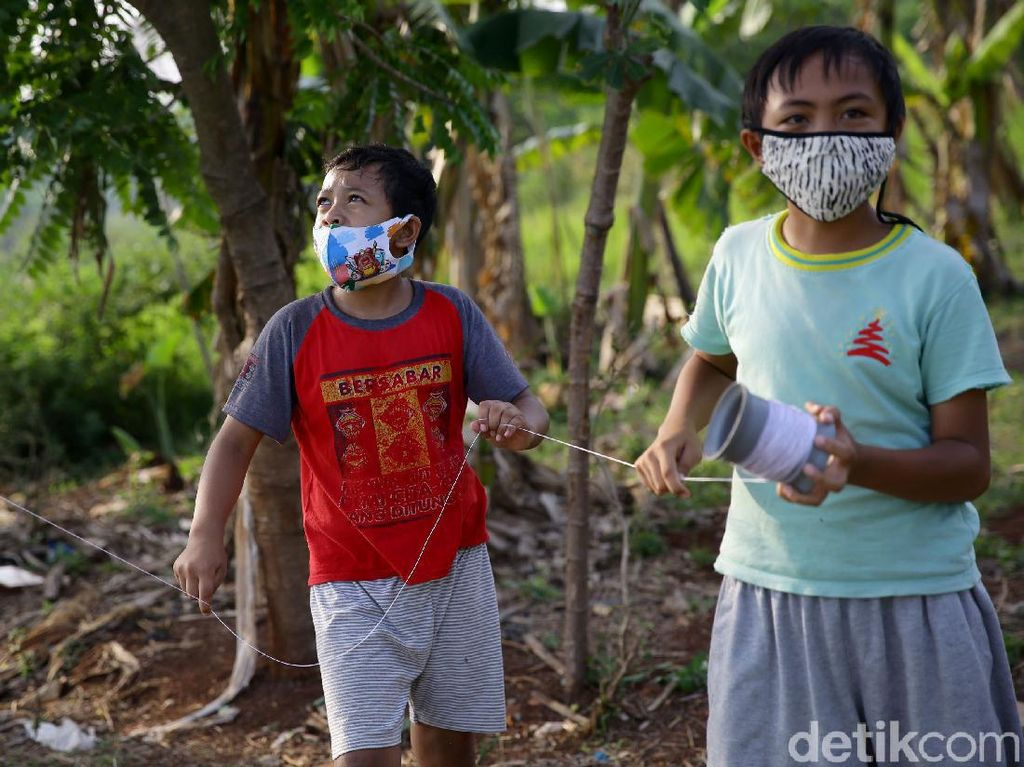 Jokowi Soroti Banyak Anak Pakai Masker Kegedean, Minta Ada Masker Khusus