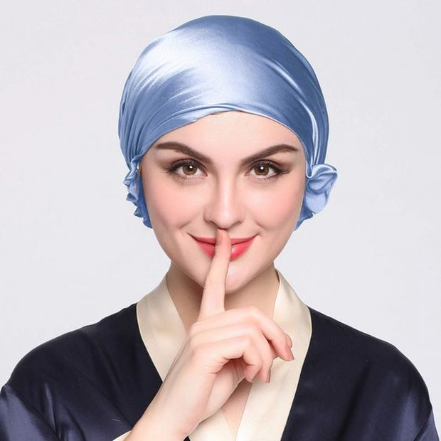 Tips rambut wangi meski menggunakan helm