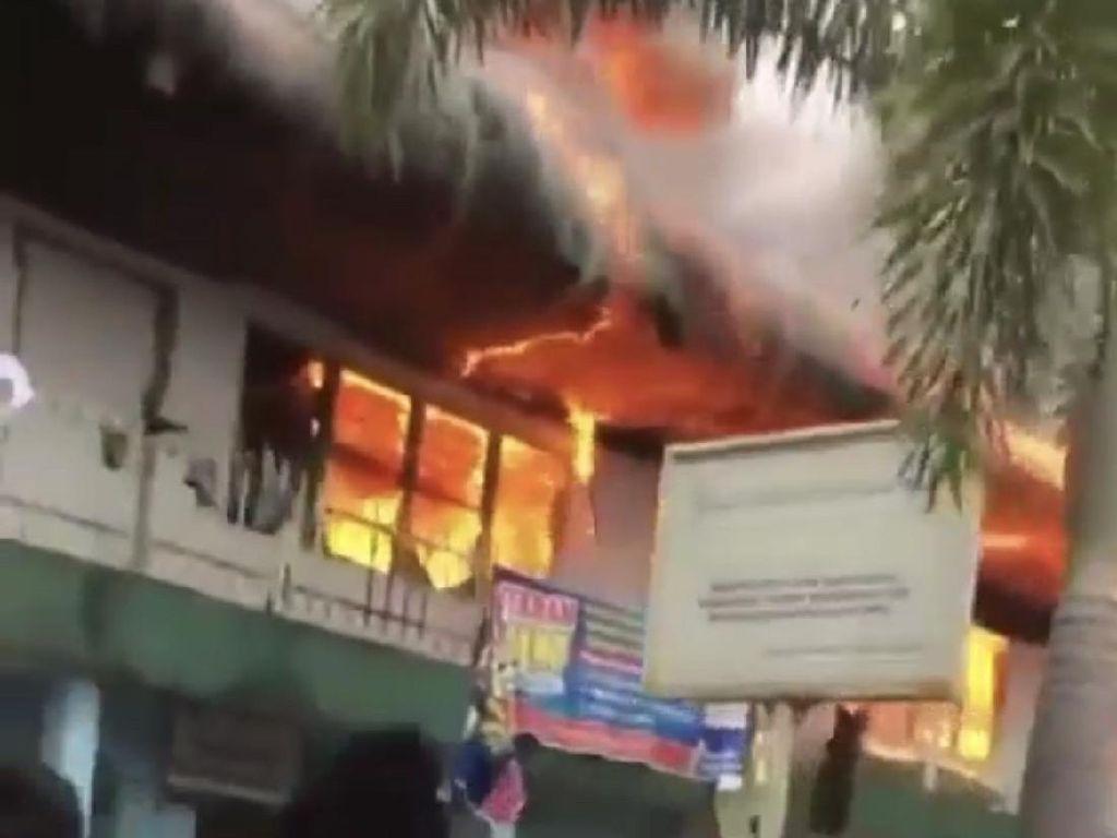 Asrama Ponpes MTI Kapau Agam Terbakar, Santri Histeris