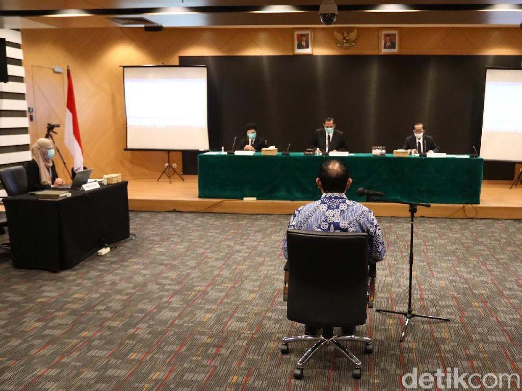 Jejak Ketua KPK Firli Naik Helikopter hingga Disanksi