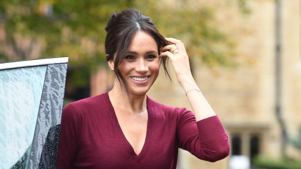 Meghan, Duchess of Sussex arrives to attend a roundtable discussion on gender equality with The Queens Commonwealth Trust (QCT) and One Young World at Windsor Castle on October 25, 2019. (Photo by Jeremy Selwyn / POOL / AFP)