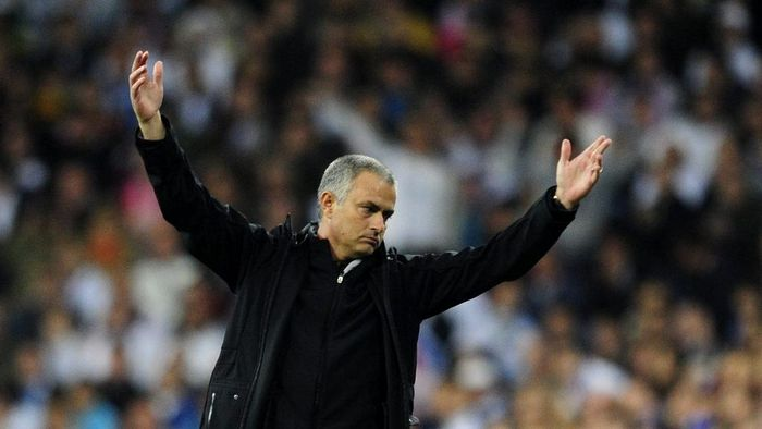 Real Madrids Portuguese coach Jose Mourinho reacts during the UEFA Champions League second leg semi-final football match Real Madrid against Bayern Munich at the Santiago Bernabeu stadium in Madrid on April 25, 2012.  AFP PHOTO / JAVIER SORIANO (Photo by Javier SORIANO / AFP)
