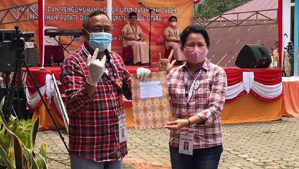 Paslon di Toraja Utara Kenakan Baju Kotak-kotak Ala Jokowi