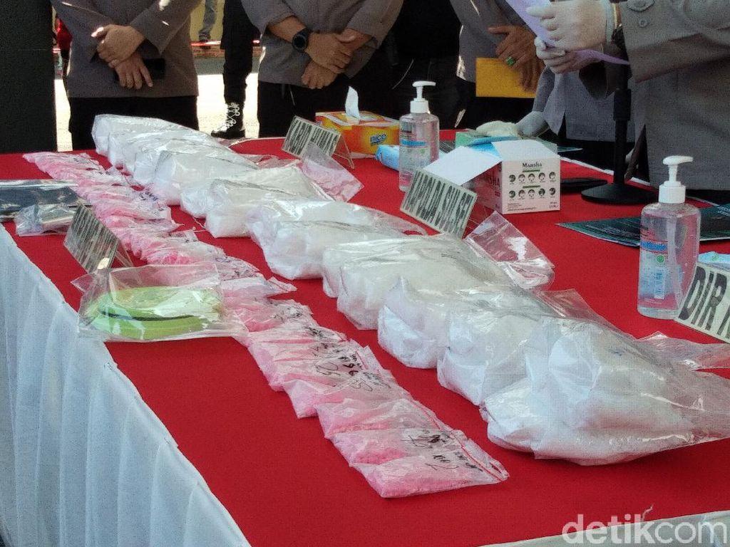 4 Pria Ditangkap Terkait Kasus 13 Kg Sabu-Ribuan Pil Ekstasi di Makassar