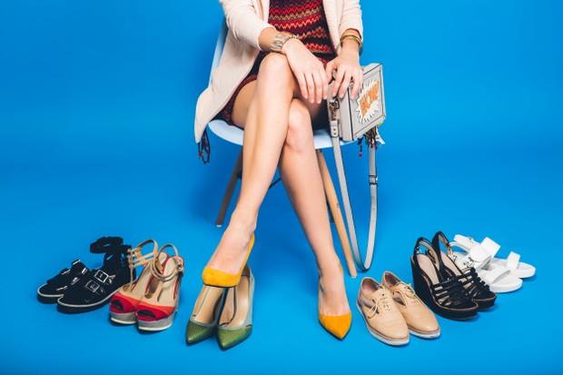 Untuk menjaga kaki tetap bersih dan halus perhatikan aturan memakai sepatu ini