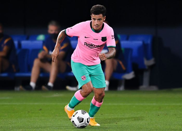 BARCELONA, SPAIN - SEPTEMBER 16: Philippe Coutinho of FC Barcelona runs with the ball during the during the pre-season friendly match between FC Barcelona and Girona at Estadi Johan Cruyff on September 16, 2020 in Barcelona, Spain. (Photo by David Ramos/Getty Images)