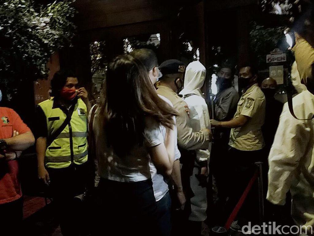3 Kali Langgar Jam Malam, Kafe Holywings Surabaya Belum Ditutup