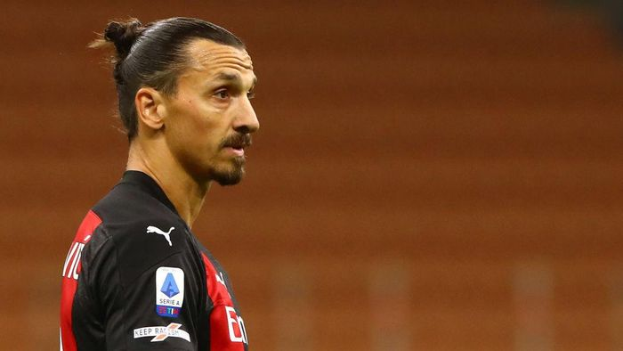 MILAN, ITALY - SEPTEMBER 21:  Zlatan Ibrahimovic of AC Milan looks on during the Serie A match between AC Milan and Bologna FC at Stadio Giuseppe Meazza on September 21, 2020 in Milan, Italy.  (Photo by Marco Luzzani/Getty Images)
