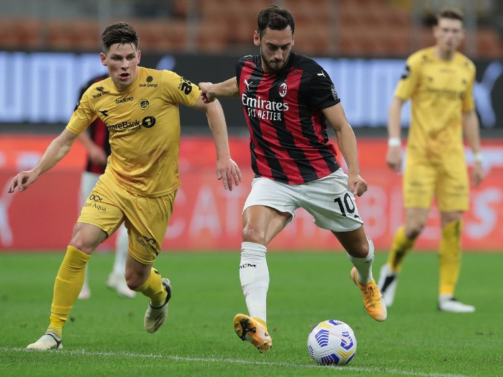 Hasil Liga Europa: Calhanoglu Dua Gol, Milan Menang 3-2 atas Bodo/Glimt