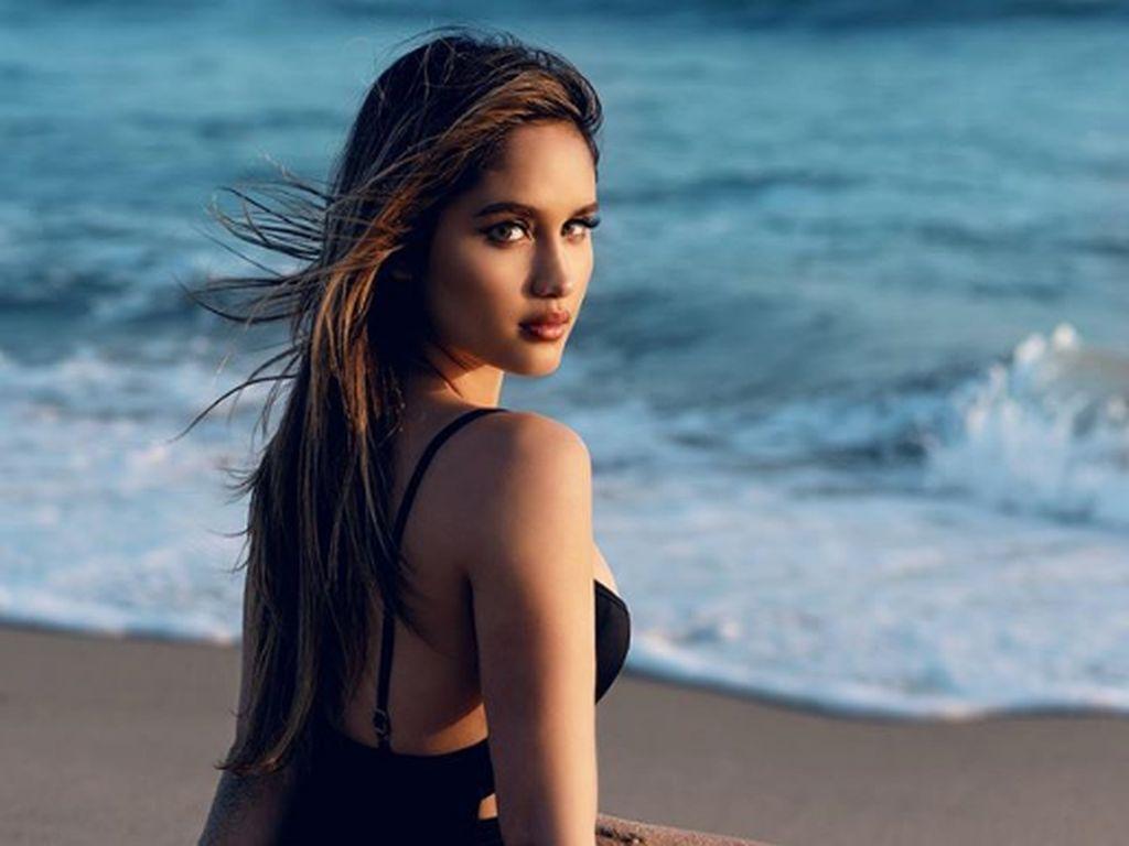 7 Gaya Seksi Artis Indonesia Berbikini, Jessica Mila sampai Cinta Laura