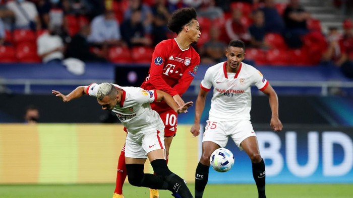 BUDAPEST, HUNGARY - SEPTEMBER 24: Joan Jordan of Sevilla FC and Leroy Sane of Bayern Munich battle for possession during the UEFA Super Cup match between FC Bayern Munich and FC Sevilla at Puskas Arena on September 24, 2020 in Budapest, Hungary. 20,000 fans have been allowed into the ground as COVID-19 restrictions ease. (Photo by Bernadett Szabo - Pool/Getty Images)