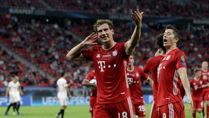 BUDAPEST, HUNGARY - SEPTEMBER 24: Leon Goretzka of Bayern Munich celebrates with teammates after scoring his teams first goal during the UEFA Super Cup match between FC Bayern Munich and FC Sevilla at Puskas Arena on September 24, 2020 in Budapest, Hungary. 20,000 fans have been allowed into the ground as COVID-19 restrictions ease. (Photo by Bernadett Szabo - Pool/Getty Images)