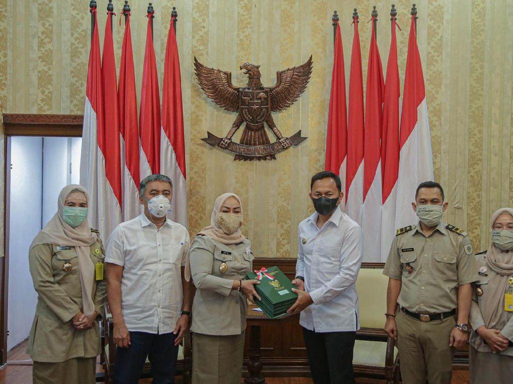 Bima Arya Terima 110 Sertifikat Aset dari BPN Kota Bogor