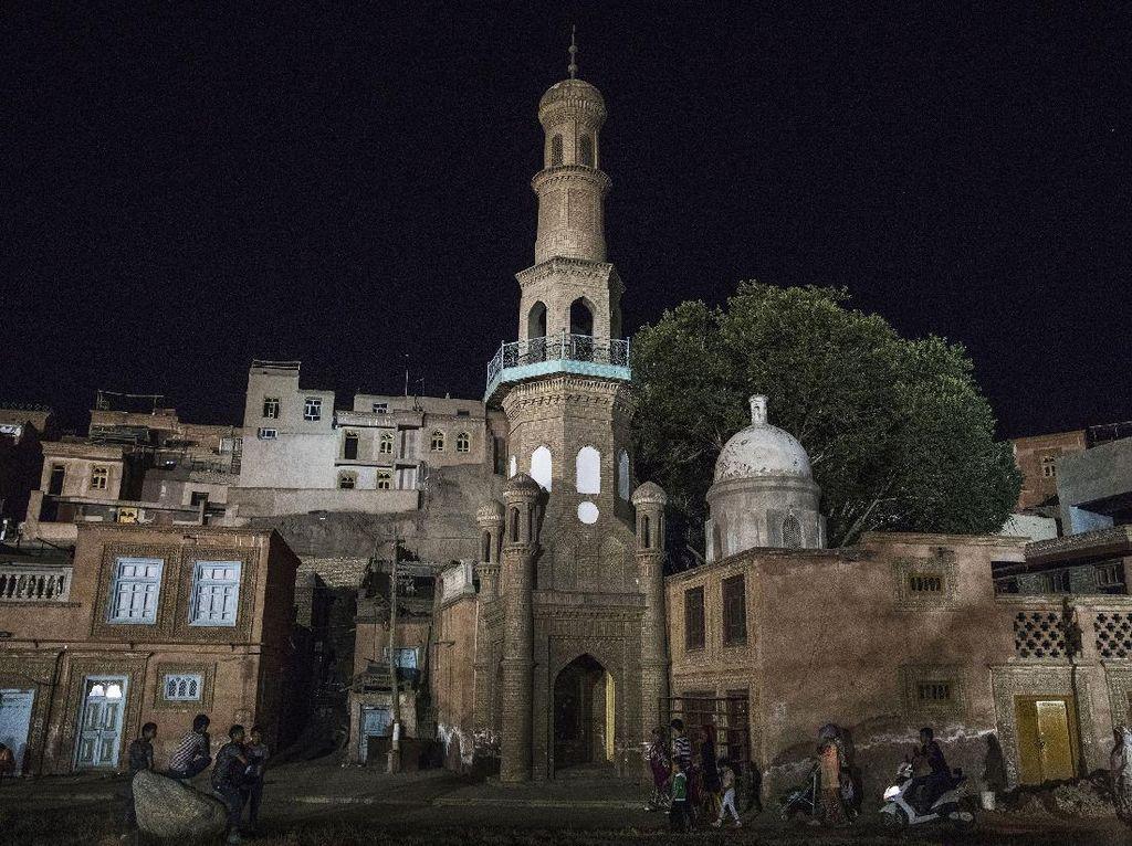 Masjid di Xinjiang Jadi Kafe hingga Italia Geser Indonesia dari Negara Terbaik