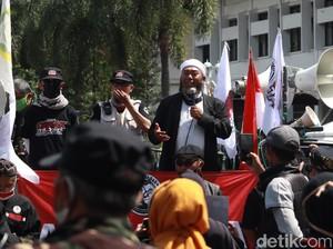 Massa di Bandung Desak Penusukan Ulama-Perusakan Masjid Diusut Tuntas