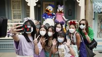 Dibuka Lagi, Disneyland Hong Kong Diserbu Pengunjung