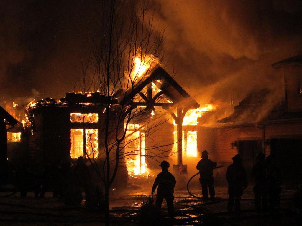 Detik-detik Nenek Terjebak dan Tewas Saat Rumah Terbakar di Ciamis
