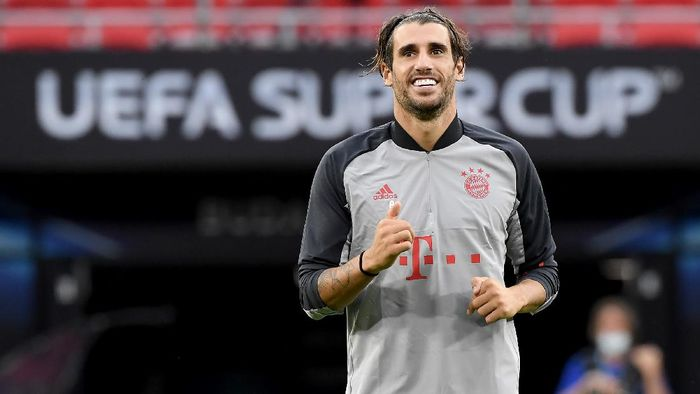 BUDAPEST, HUNGARY - SEPTEMBER 23: Javi Martinez of Bayern Munich smiles during a training session ahead of their UEFA Super Cup match against Sevilla at Stadium Puskas Ferenc on September 23, 2020 in Budapest, Hungary. (Photo by Attila Kisbenedek - Pool/Getty Images)