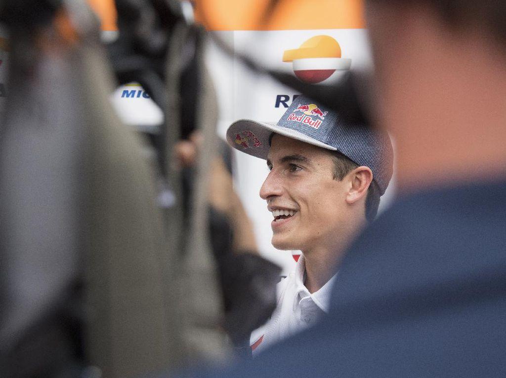 Marc Marquez Komat-kamit Terus, Nonton Adiknya di MotoGP Aragon