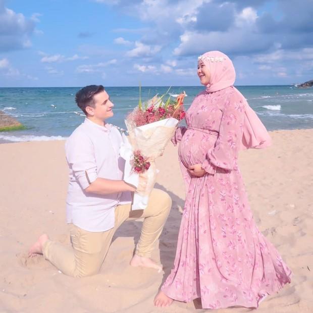 Potret romantis isti dan musab