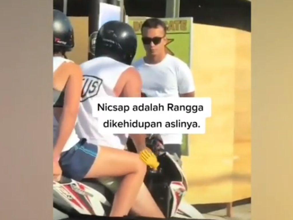Video Lama Nicholas Saputra Hadang Bule di Trotoar Viral Lagi