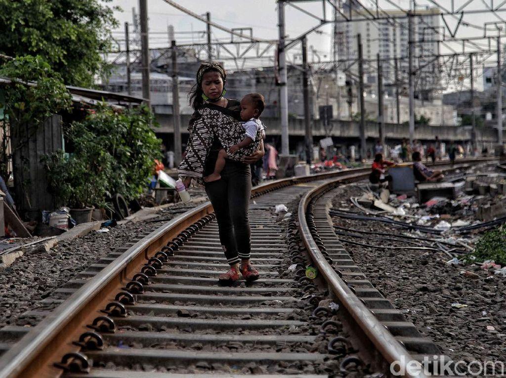 Tinggalkan Rekor, Angka Kemiskinan RI Diprediksi Jebol Lagi