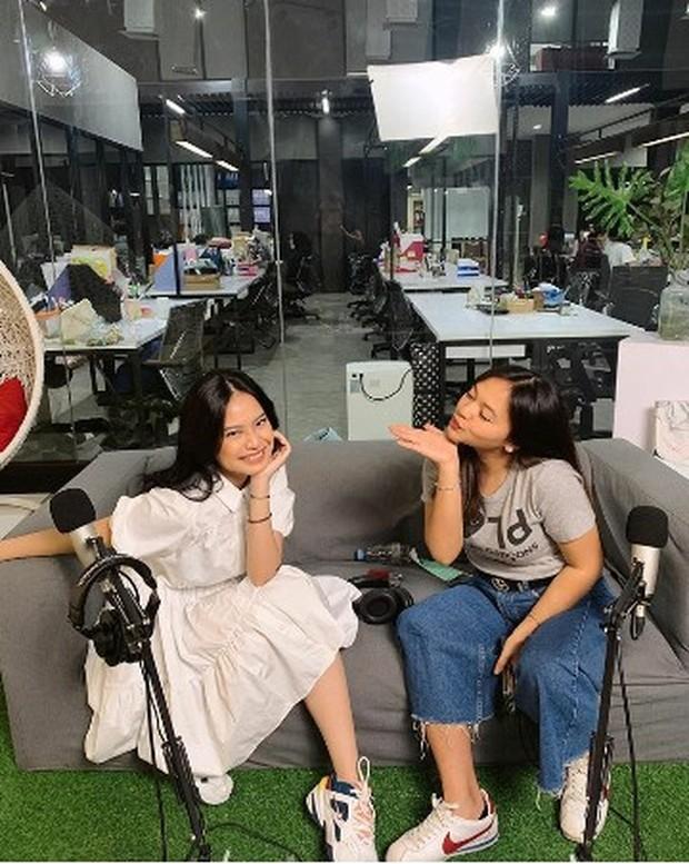 Persahabatan artis, Hanggini, Amel Carla