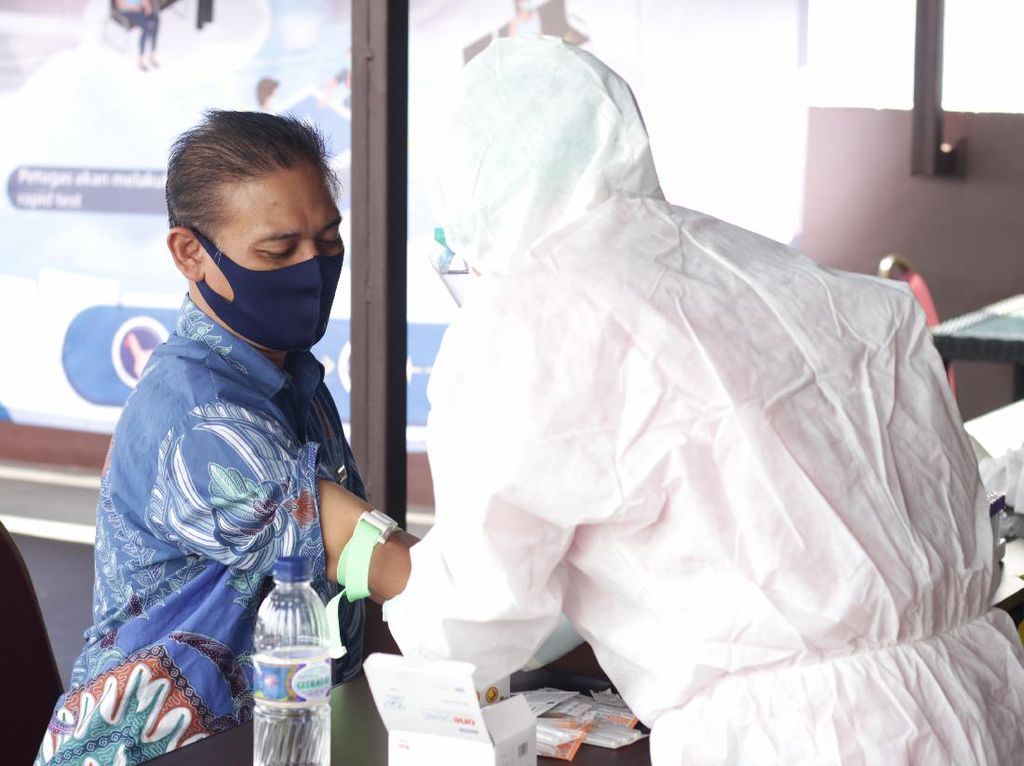 Ironi Satgas COVID Jayawijaya Pungli Rapid Test di Bandara
