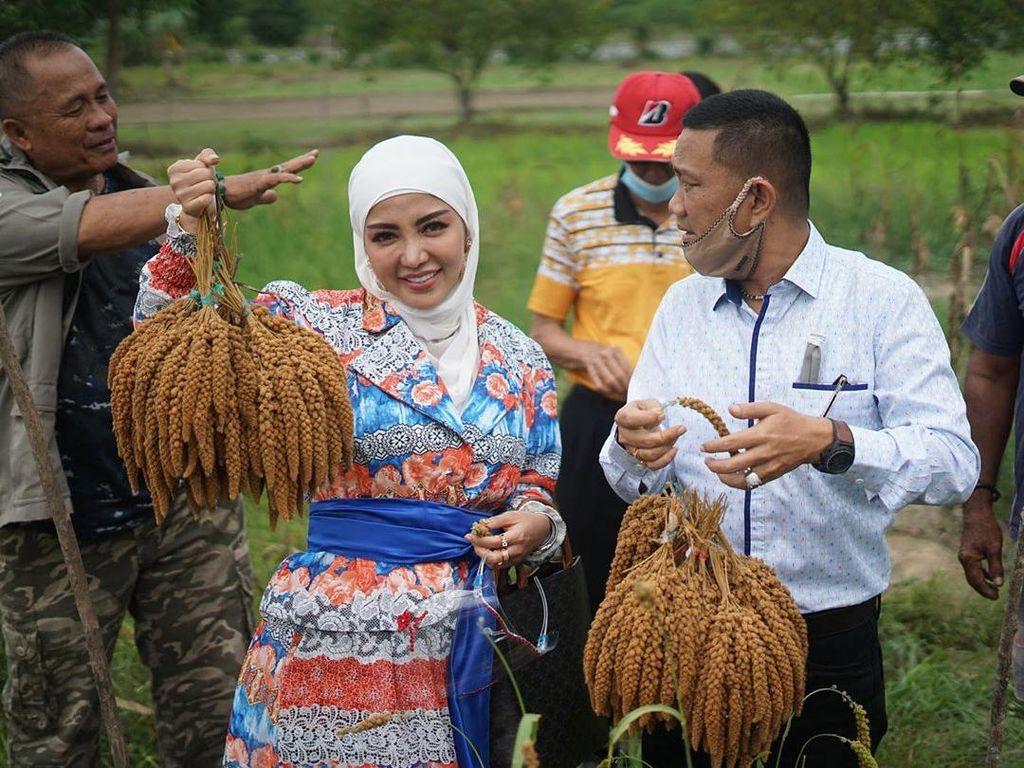 Bella Shofie dan Suami Bantu UMKM di Ambon