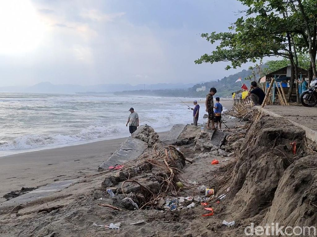 Melihat Desa di Sukabumi Bersiap Hadapi Potensi Tsunami 20 Meter