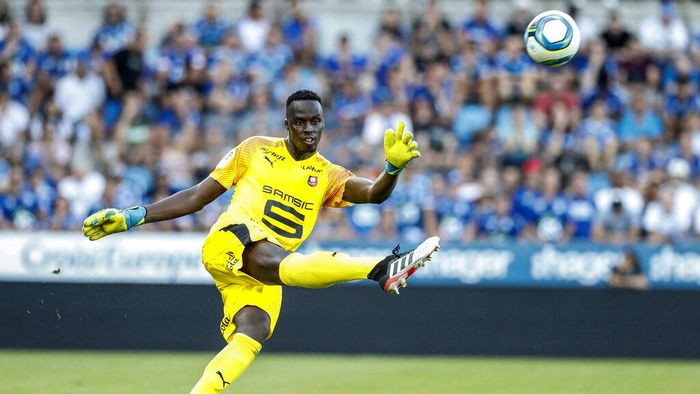 FILE - In this Aug. 25, 2019 file photo, Renness goalkeeper Edouard Mendy controls the ball, during the league one soccer match between Strasbourg and Rennes, in Strasbourg Eastern France. Chelsea has signed goalkeeper Édouard Mendy to take its summer transfer window spending over $280 million, putting the future starting position of Kepa Arrizabalaga in doubt. The 28-year-old Mendy has joined from French side Rennes for a reported fee of 22 million pounds ($27.75 million) on a five-year contract. (AP Photo/Jean-Francois Badias, File)
