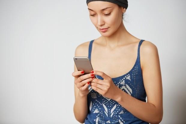 Matikan notifikasi untuk aplikasi media sosial kamu untuk menghentikan ketergantungan agar tidak berlanjut.