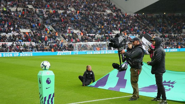 NEWCASTLE UPON TYNE, ENGLAND - AUGUST 26:  A camera man waits for the teams to walk out prior to the Premier League match between Newcastle United and Chelsea FC at St. James Park on August 26, 2018 in Newcastle upon Tyne, United Kingdom.  (Photo by Alex Livesey/Getty Images)