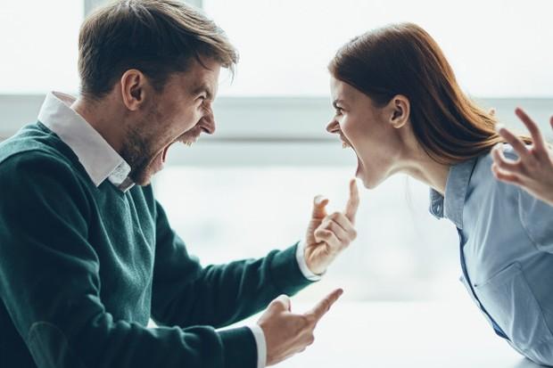 Bagi kamu yang sudah menjalani hubungan dalam jangka waktu yang panjang, pasti mengetahui kata-kata yang paling menyakitkan bagi orang yang kamu cintai.