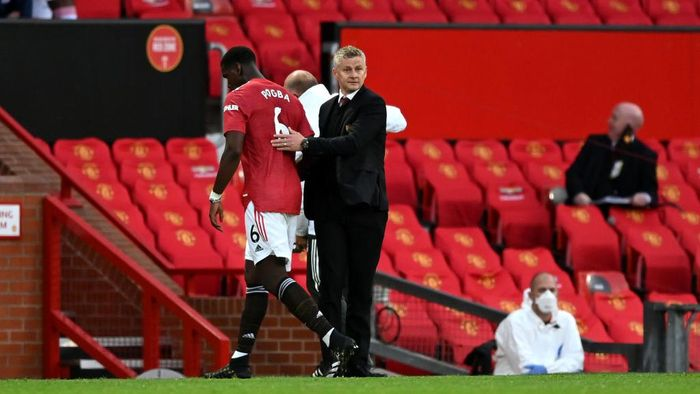 MANCHESTER, ENGLAND - SEPTEMBER 19: Ole Gunnar Solskjaer, Manager of Manchester United greets Paul Pogba of Manchester United as he is substituted off during the Premier League match between Manchester United and Crystal Palace at Old Trafford on September 19, 2020 in Manchester, England. (Photo by Shaun Botterill/Getty Images)
