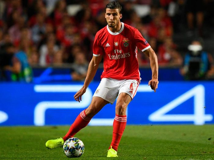 LISBON, PORTUGAL - SEPTEMBER 17: Ruben Dias of SL Benfica in action during the UEFA Champions League group G match between SL Benfica and RB Leipzig at Estadio da Luz on September 17, 2019 in Lisbon, Portugal. (Photo by Octavio Passos/Getty Images)