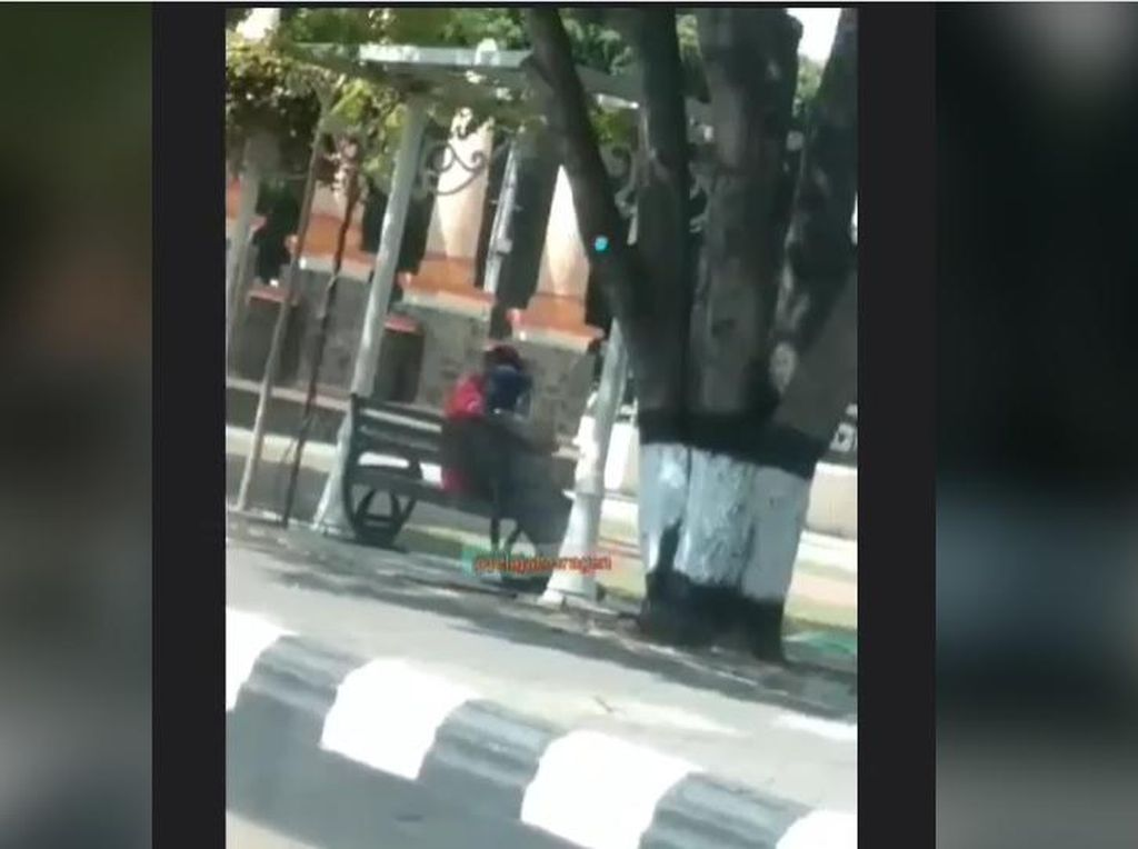 Geger Video Viral Sejoli Mesum di Alun-alun Sragen Siang Bolong