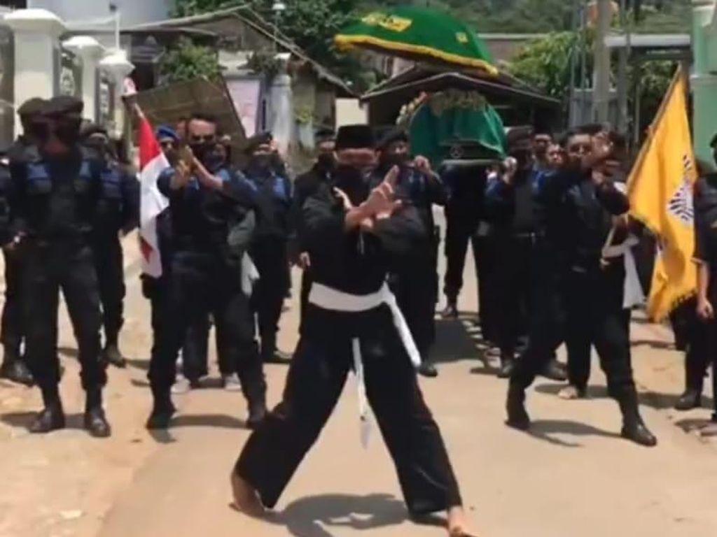 Viral Pesilat Iringi Pemakaman Polisi di Kota Madiun