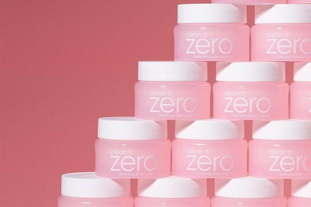 Banila Co Clean It Zero Cleansing Balm merupakan pembersih wajah Korea yang cocok untuk semua jenis kulit