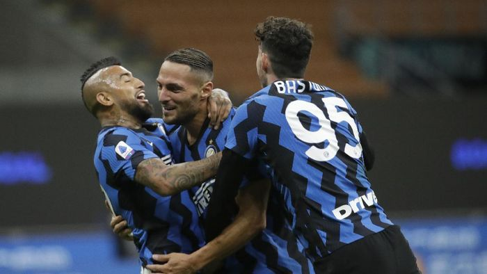Inter Milans Danilo DAmbrosio, center, celebrates with Arturo Vidal, left, and Alessandro Bastoni after scoring his sides fourth goal during the Serie A soccer match between Inter Milan and Fiorentina at the San Siro stadium in Milan, Italy, Saturday, Sept. 26, 2020. (AP Photo/Luca Bruno)