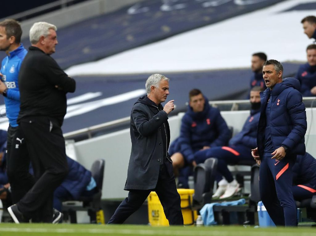 Tak Mau Didenda, Mourinho Enggan Komentari Penalti Newcastle