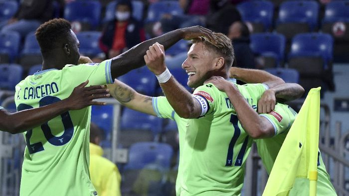 Lazios Ciro Immobile celebrates with his teammate Felipe Caicedo, left, after scoring during the Serie A soccer match between Cagliari and Lazio, at the Sardegna Arena in Cagliari, Italy, Saturday, Sept. 26, 2020. (Alessandro Tocco/LaPresse via AP)