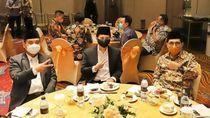 Emil Dardak Salam Dua Jari Dukung Machfud Arifin-Mujiaman