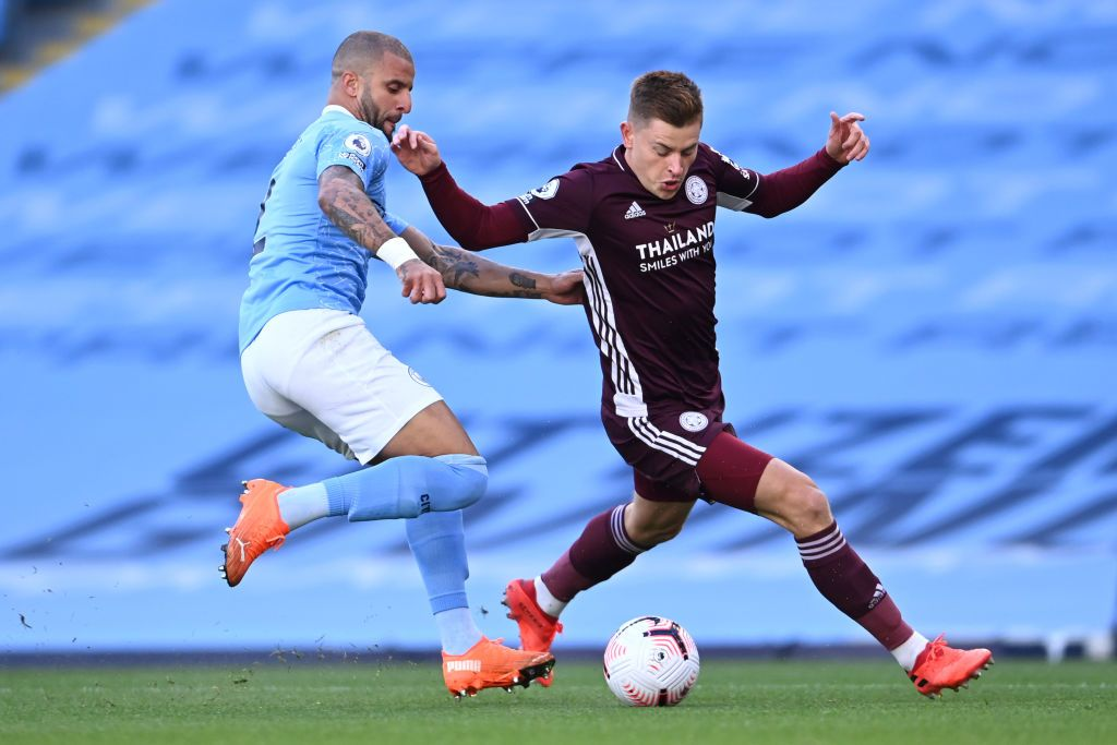 MANCHESTER, ENGLAND - SEPTEMBER 27: Harvey Barnes of Leicester City is challenged by Kyle Walker of Manchester City during the Premier League match between Manchester City and Leicester City at Etihad Stadium on September 27, 2020 in Manchester, England. Sporting stadiums around the UK remain under strict restrictions due to the Coronavirus Pandemic as Government social distancing laws prohibit fans inside venues resulting in games being played behind closed doors. (Photo by Laurence Griffiths/Getty Images)