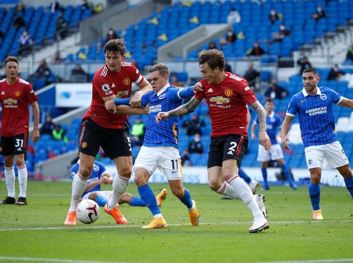 BRIGHTON, ENGLAND - SEPTEMBER 26: Leandro Trossard of Brighton and Hove Albion battles for possession with Victor Lindelof and Harry Maguire of Manchester United during the Premier League match between Brighton & Hove Albion and Manchester United at American Express Community Stadium on September 26, 2020 in Brighton, England. Sporting stadiums around the UK remain under strict restrictions due to the Coronavirus Pandemic as Government social distancing laws prohibit fans inside venues resulting in games being played behind closed doors. (Photo by John Sibley - Pool/Getty Images)