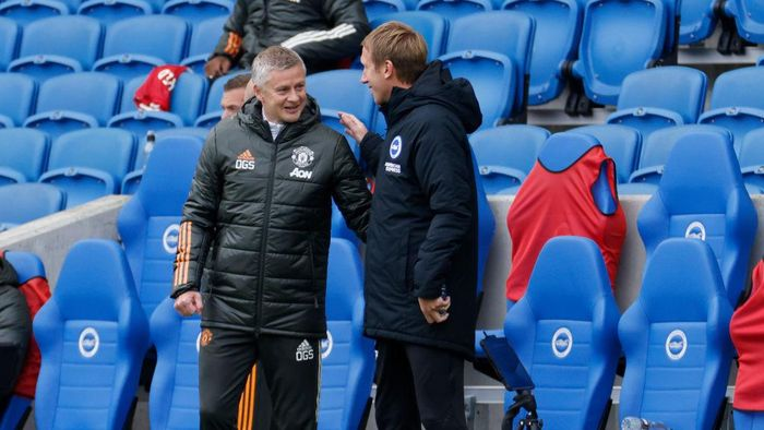 BRIGHTON, ENGLAND - SEPTEMBER 26: Ole Gunnar Solskjaer, Manager of Manchester United greets Graham Potter, Head Coach of Brighton and Hove Albion prior to the Premier League match between Brighton & Hove Albion and Manchester United at American Express Community Stadium on September 26, 2020 in Brighton, England. Sporting stadiums around the UK remain under strict restrictions due to the Coronavirus Pandemic as Government social distancing laws prohibit fans inside venues resulting in games being played behind closed doors. (Photo by John Sibley - Pool/Getty Images)